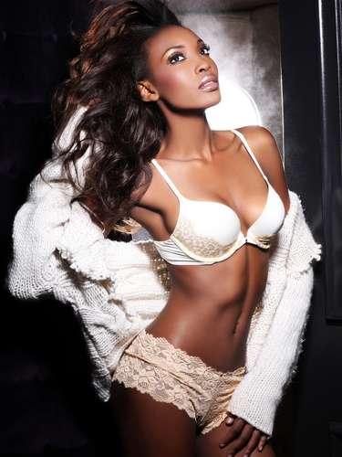 Miss Haití - Jacques Christela. Procede de Puerto Príncipe. Es modelo profesional en su país. Mide 1.79 metros de estatura. Su cabello es negro y sus ojos color café.