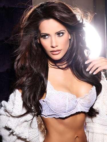 Miss Honduras - Jennifer Andrade. Nació en Tegucigalpa. Es modelo profesional. Mide 1.57 metros de estatura. Su cabello es negro y sus ojos cafés