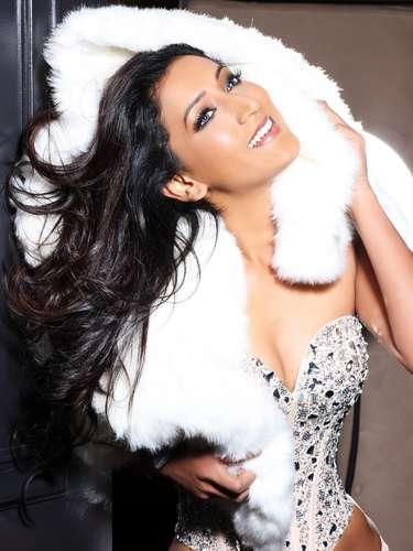 Miss Mauricio - Ameeksha Dilchand. Nació Port Louis en 1987. Obtuvo un título en la la University College London y recibió una beca para de la IIFT para un curso de Moda y Diseño en la India. Mide 1.76 metros de estatura. Su cabello es castaño y sus ojos color café.