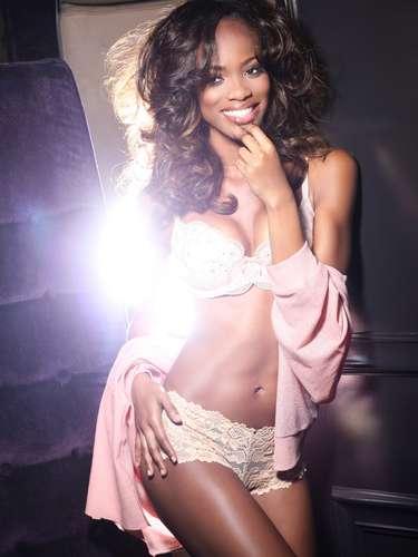 Miss Universo Trinidad y Tobago - Avionne Mark. Nació en San Juan en 1989. Cursó sus estudios profesionaes en la Universidad de las Indias Occidentales. Mide 1.75 metros d e estatura. Su cabello es castaño y sus ojos color café.