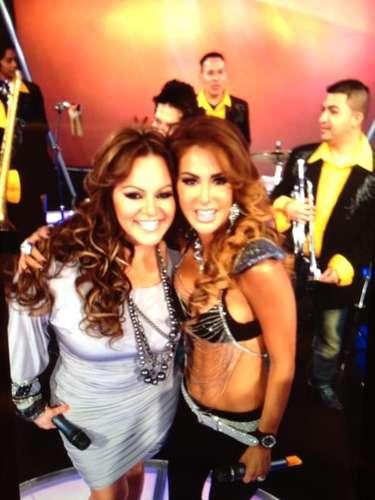 Ninel Conde compartió una foto suya junto a Jenni Rivera, la cual acompañó con un emotivo mensaje, como una manera de despedirse de la estrella, tras su muerte en un accidente aéreo, el 9 de diciembre de 2012. \