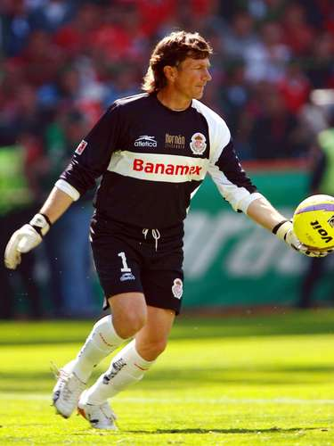 In the Apertura 2008, after a 2-2 draw in the global score, Toluca won in penalty kicks 7-6 over Cruz Azul. The hero was Hernan Cristante who blocked a shot from Alejandro Vela so Miguel Almazan could score the game winner.
