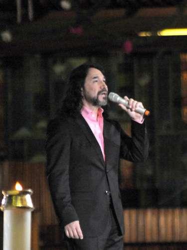 Marco Antonio Solís canta muy agradecido las emblemáticas \