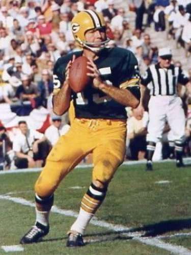 Bart Starr (Green Bay Packers-QB): Starr ganó premios como MVP en los dos primeros Super Bowls. En el Super Bowl I, completó 16-23 pases para 250 yardas y dos touchdowns para ganar el reconocimiento.