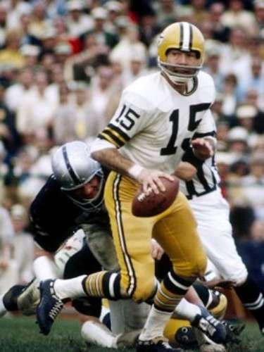 Bart Starr (Green Bay Packer-QB): Starr repitió en el Super Bowl II después de terminar 13-24 pases para 202 yardas y una anotación cuando los Packers ganaron 32-14 ante Oakland.