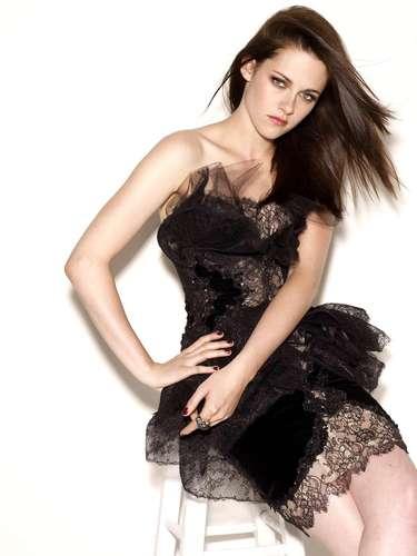 #7 Kristen Stewart La protagonista de 'La Saga Crepúsculo' ha terminado con su papel en las famosas cintas de vampiros. Además, se embarcó en otro proyecto cinematográfico, como una princesa hermosa, pero de armas tomar en 'Blancanieves y el Cazador'.