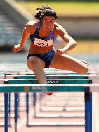 #10 Michelle Jenneke La deportista demostró antes de una prueba de atletismo que el calentamiento puede ser muy sensual. La australiana sedujo al mundo antes de ganar la medalla de plata en los juegos olímpicos juveniles de verano.