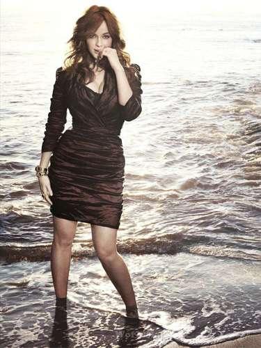 #14 Christina Hendricks El estilo bien cuidado de la actriz en la serie 'Mad Men' la mantiene como una de las mujeres más deseadas del espectáculo, y del mundo.