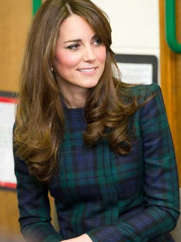 #25 Kate Middleton La duquesa de Cambridge sigue siendo de las mujeres más deseadas del planeta, incluso ahora que ha anunciado su embarazo -noticia que puso al mundo de cabeza por quien será el sucesor a la corona británica-.
