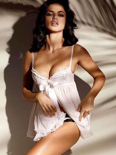 #27 Adriana Lima La modelo dio a luz a su segundo hijo en septiembre, y rápidamente recuperó esa figura brasileña que ha conquistado al mundo.