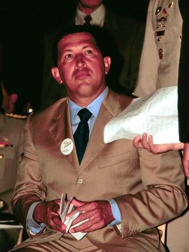 En 1992 el actual mandatario venezolano, junto con otros militares del MBR200 intentó un golpe de Estado contra el expresidente Pérez. Sin embargo, falló y fue encarcelado por dos años, pues fue indultado por el presidente que sucedió a Pérez, Rafael Caldera.