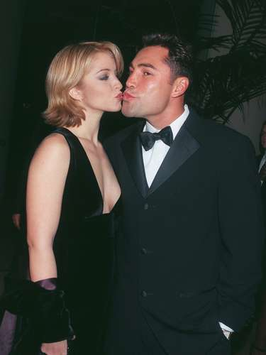 Oscar de la Hoya and Miss USA 1995 Shanna Moakler were involved in a two year relationship and have a daughter, Atiana Cecilia, together.