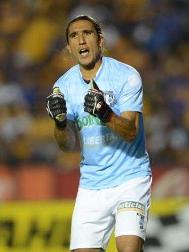 Juan Castillo tuvo varias fallas en la portería de Querétaro, en la jornada 4 Gallos pudo vencer a Tigres a domicilio, pero el arquero uruguayo rechazo un balón, para que Lucas Lobos llegara a empujar y al final terminaron empatados a dos. Además, en la jornada 6, pudo hacer más en un disparo de Luis Gabriel Rey, para que Jaguares ganara 2-1.