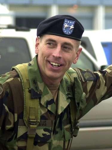 La renuncia del responsable de la CIA llegó justo en el momento en que el Congreso le había llamado a testificar sobre el ataque contra la embajada de EE.UU. en Bengasi el 11 de septiembre, en el que murieron cuatro estadounidenses, entre ellos el embajador Chris Stevens.