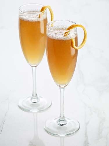 Entrega Aérea de CAPTAIN MORGAN BLACK : .75 oz de Captain Morgan Black, .5 oz Jugo de Limón fresco, 1 oz de miel de azahar o agave Preparación: Mezcla todos los ingredientes en una coctelera con hielo. Cuela y sirve en una copa champanera. Agrega un toque de champagne o vino espumoso. Decora con naranja.