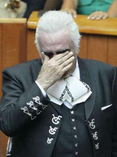 Como olvidar cuando en octubre de 2012, un emotivo Vicente Fernández, lloró durante su concierto en Guadalajara, México, con el cual le dijo adiós a los palenques.