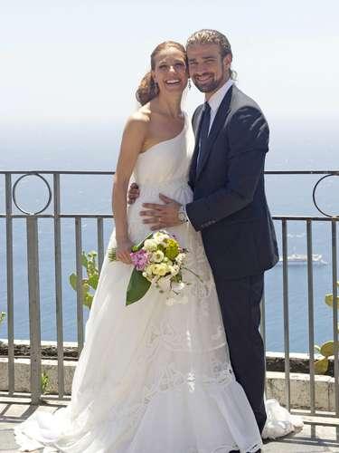 La presentadora, Raquel Sánchez Silva y el operador de cámara, Mario Biondo se casaron el pasado mes de junio en la localidad italiana de Taormina. Lo llevaron en secreto pero publicaron en Twitter algunas fotos de la celebración, poco después de la boda \