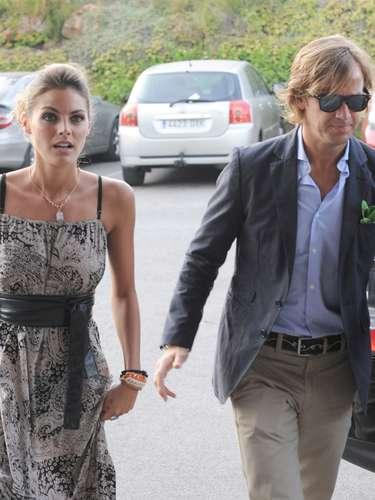 El hermano de Amaia Salamanca se casaron este verano en Estepona (Málaga). La actriz estuvo muy emocionada en el enlace al que llegó con su novio, Rosauro Baro.