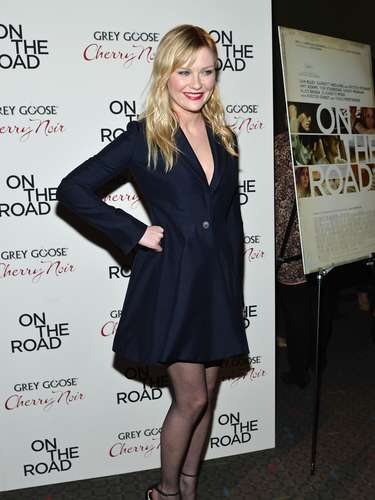 With messy blonde hair, Kirsten was all smiles during the movie premiere.