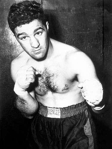 Rocky Marciano; Récord: 49-0, 43 KO; Años en activo: 1948-1955; Título: World Heavyweight. Es el único campeón de peso completo que se retiro sin una derrota en su carrera profesional