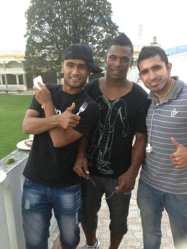 Óscar Rodas, Juan Manuel Leyton y Hugo Acosta, durante el asado de despedida de año de los jugadores de Santa Fe.