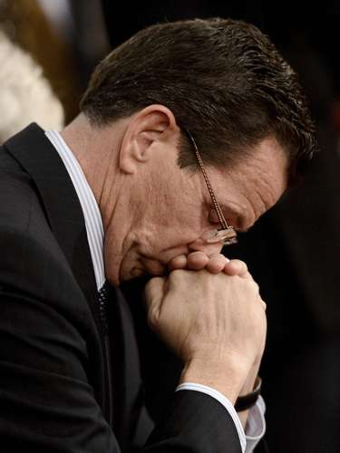 Governor of Connecticut Dannel Malloy observes a moment of silence during a vigil service at the St. Rose of Lima Roman Catholic Church for victims of the Sandy Hook Elementary School shooting in Newtown, Connecticut, December 14, 2012. REUTERS/Andrew Gombert/Pool (UNITED STATES - Tags: EDUCATION CRIME LAW RELIGION)