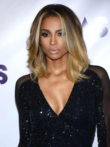Ciara acaparó todas las miradas por el pronunciado escote en V que lució en la gala.