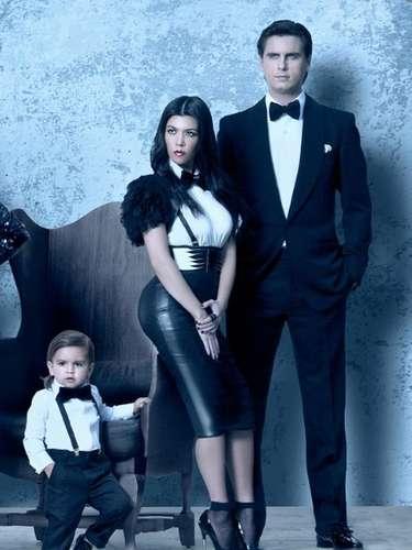 Kourtney Kardashian no mostraba signos de su embarazo en la postal, junto a su pareja Scott Disick y su hijo Mason.