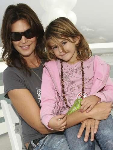 Kaia, la hija de diez años de Cindy Crawford, fue rostro de la línea infantil de Versace, aunque después de esto su madre dijo que no volvería a modelar hasta que tuviera 18 años.