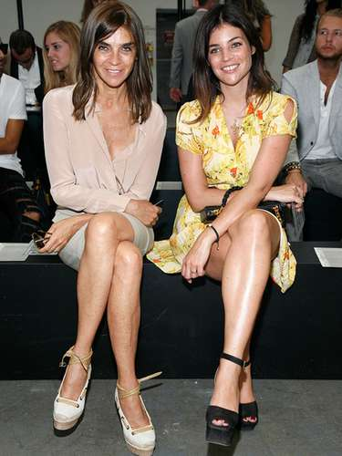 Julia, hija de la ex editora del Vogue francés, Carine Roitfield, fue imagen de un perfume de Lancôme y desfiló para Tom Ford.