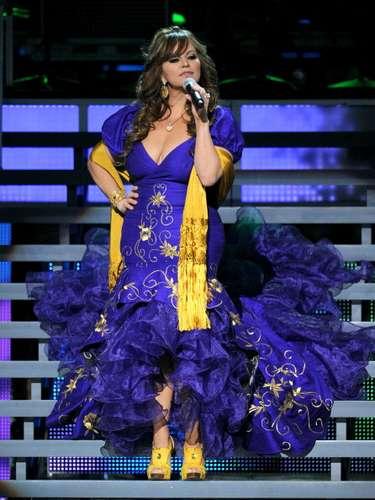 JENNI RIVERA  La muerte de un famoso más impresionante de este 2012 fue la de la Diva de la Banda, quien murió en un accidente aéreo cerca de Monterrey, Nuevo León, el domingo 9 de diciembre.