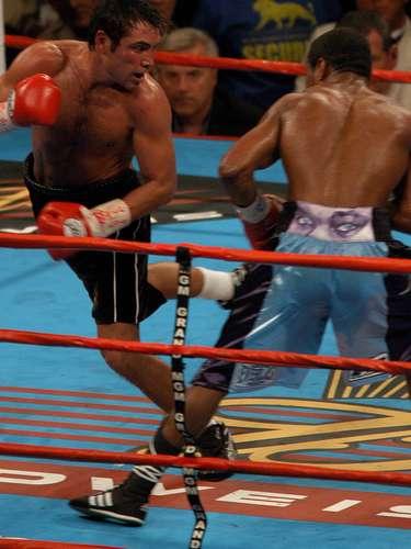 El estadounidense Shane Mosley, utilizó esteroides y EPO para tener un mejor rendimiento físico en su pelea ante Oscar de la Hoya en el año 2003.