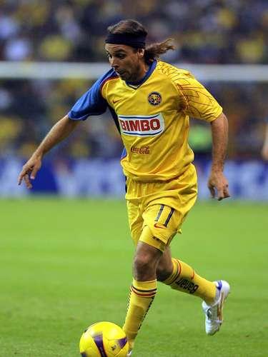 Richard Núñez brilló con Cruz Azul, fue prestado al Pachuca, para después ser transferido al América, donde sólo jugó un torneo en 2008, en el que apenas pudo marcar un gol.