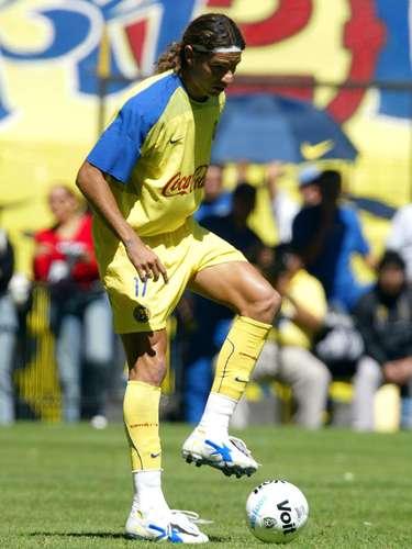 Sebastián Abreu tuvo buenos torneos en Tecos y Cruz Azul antes de fichar con América, donde apenas marcó tres goles en 16 partido en 2003.