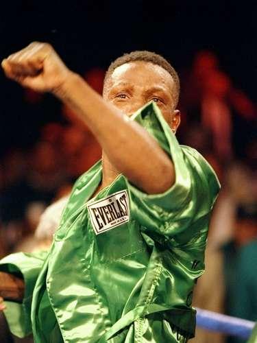 Pernell Withaker dio positivo por cocaína luego de su pelea ante Adrei Pestraiev, el 17 de octubre de 1997.