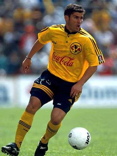 Luego de debutar en Santos y ser una promesa del futbol mexicano, Ramón Ramírez pasó a Chivas, donde se convirtió en una figura, pero de una manera inexplicable fue traspasado al América, con un fracaso rotundo.