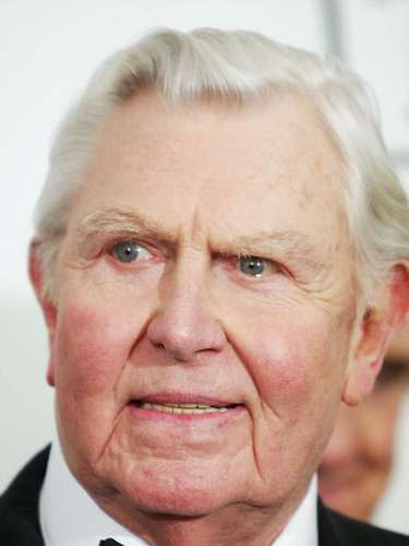 ANDY GRIFFITH  A los 86 años, el conductor de The Andy Griffith Show falleció en su hogar en North Carolina.