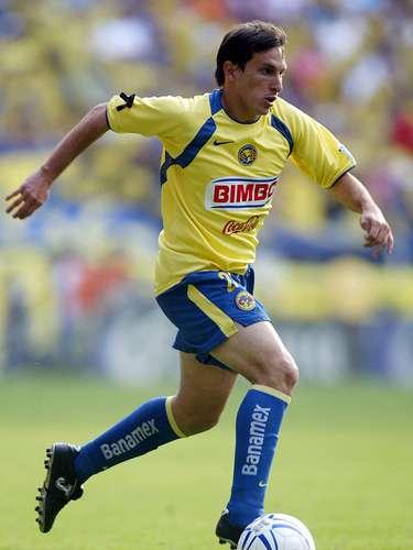 Christian Giménez llegó al futbol mexicano al Veracruz en el 2004, donde tuvo una destacada actuación, para después fichar con América, donde no lució y cambió de aires a Pachuca, club en el que ha tenido sus mejores torneos y ahora también es figura del Cruz Azul.