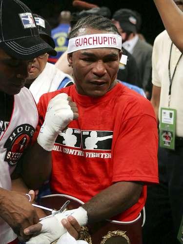 El dominicano Joan Guzmán, dio positivo por el diurético Furosemida, luego de su pelea ante Jason Davis, y fue suspendido 8 meses por la Comisión Atlética de Nevada en 2010.