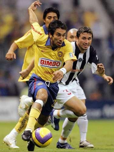 Nelson 'Pipino' Cuevas es un seleccionado paraguayo que llegó a México en el 2005 y tuvo buenas actuaciones con Pachuca. En 2006 llegó al América, pero es otro de los jugadores que brillaron en los Tuzos, pero que se apagaron en las Águilas.