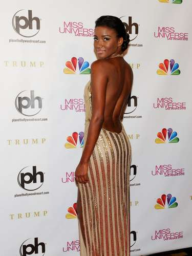Ms. Lopes wore a backless dress that stunned everyone present.