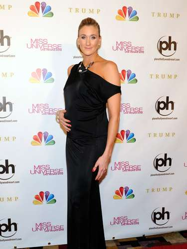Who said that pregnant woman can't be fashionable? Both Holly Madison and Kerri Walsh flaunted their baby bumps during their arrivals at the Miss Universe 2012 event in Las Vegas.