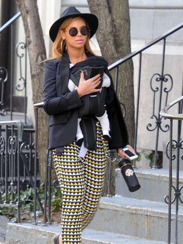 El pasado 7 de enero Beyoncé dio la bienvenida mediantecesáreaa una niña llamada Blue Ivy Carter fruto de su matrimonio junto al rapero Jay-Z. Tras 6 años de noviazgo, la pareja se dio el sí quiero en abril de 2008, tres años más tarde y sobre el escenario de los premio MTV la cantante comentó \