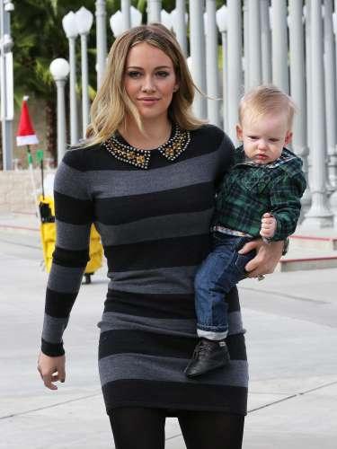 Hilary Duff también estrenaba una jovencísima maternidad en el mes de marzo. A sus 24 años, la intérprete se ha convertido en madre del pequeño Lucas con quien disfruta la mayor parte de su tiempo. La actriz contrajo matrimonio con Mike Comrie en 2010 tan sólo un año después anunciaba su embarazo, pocos meses después llegaba al mundo el bebé convirtiéndose en el día de su nacimiento en Trending Topic.