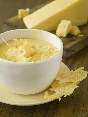 Las sopas con queso pueden contener hasta 24g de grasa en una porción de 300 ml. En cambio, una de verduras aporta sólo 2g.