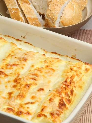Si quieres comer salsas con quesos, prefiere las elaboradas con versiones light, que pueden tener hasta dos tercios menos de grasa que las recetas tradicionales.