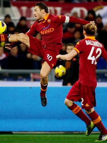 Francesco Totti mostró su elegancia y técnica.