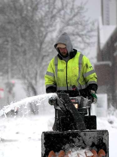 La tormenta de nieve que azota el medio oeste de Estados Unidos ha dejado ya al menos 8 personas muertas en accidentes de tráfico provocados por el mal tiempo, informaron las autoridades. La muertes se registraron en los estados de Utah, Kansas, Iowa, Wisconsin y Nebraska.