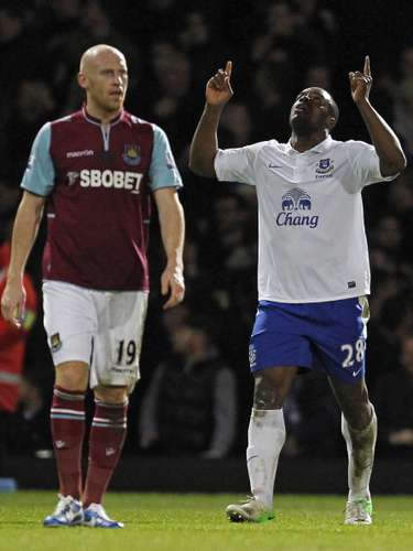 Everton rose to fifth in the Premier with a 2-1 win against West Ham.