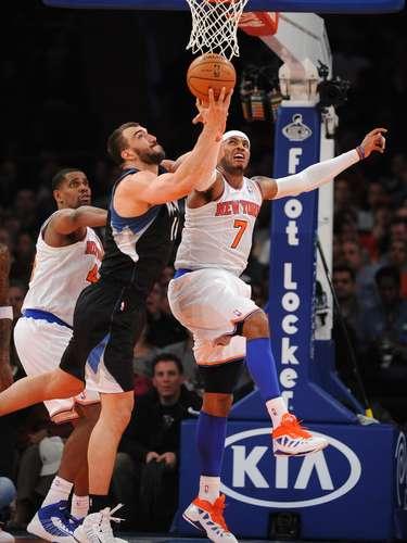 Carmelo Anthony anotó 19 de sus 33 puntos en el último período, guiando a los Knicks a venir de abajo para una victoria de 94-91 sobre los Timberwolves de Minnesota.